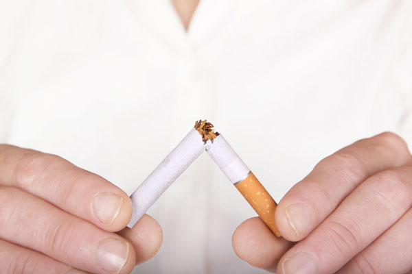 Implantes dentales y tabaco, una mala combinación