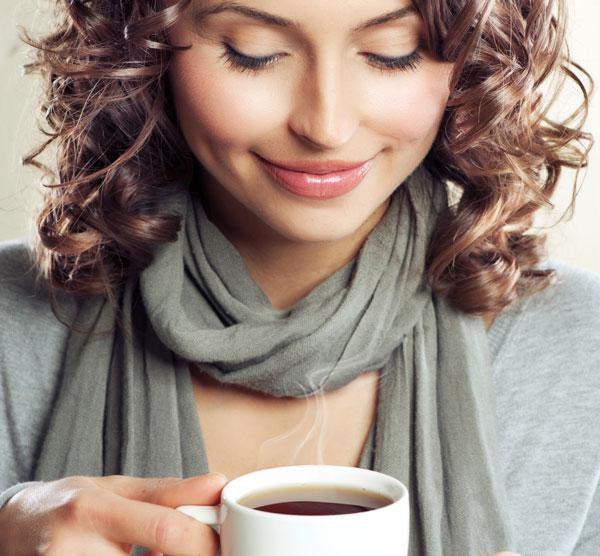 Manchas marrones en los dientes: el café